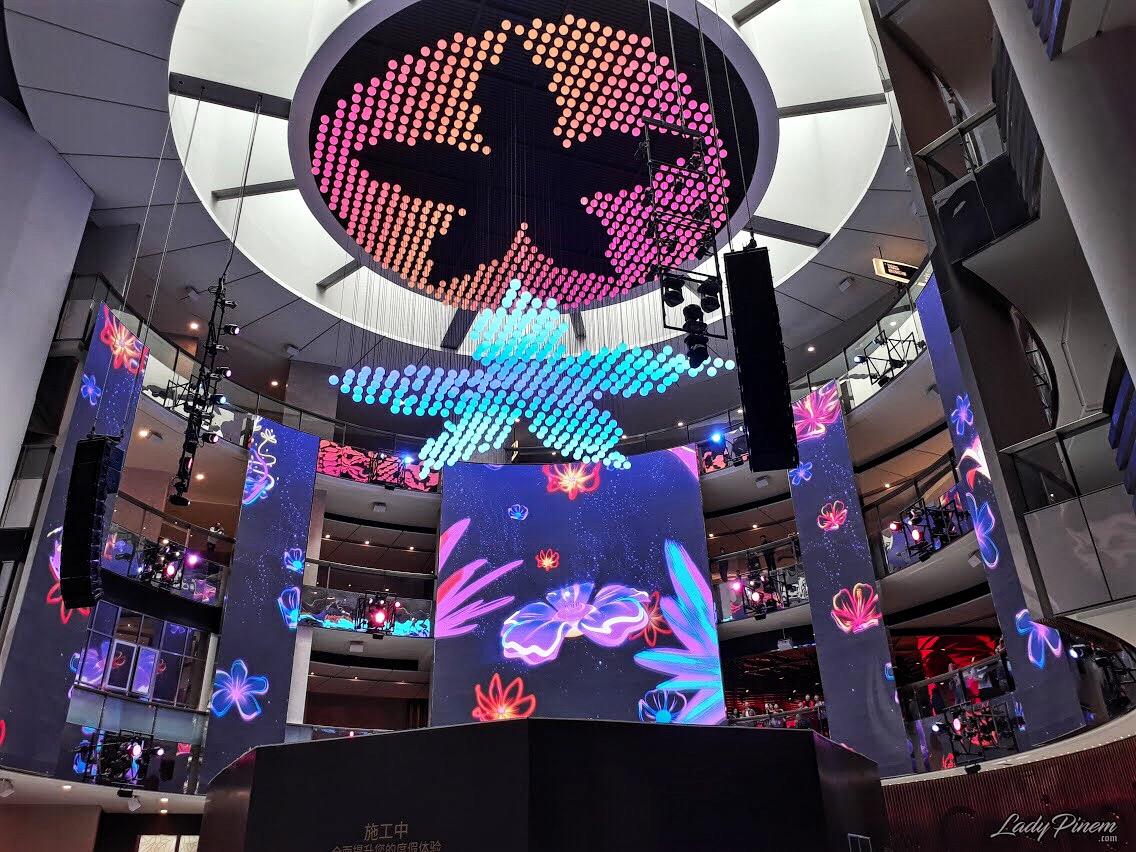 RWG-Sky-Avenue-LED-Symphony